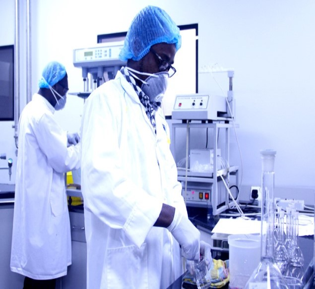 Amonsah Efah workers in the laboratory
